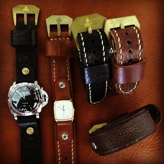 様々な革とカラーで製作する47ベルト。大ぶりな時計のオーナーさんに好まれますが、小ぶりな時計にだってバッチリ😎
